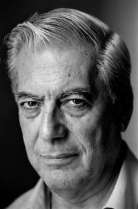 Mario Vargas Llosa fotografiado en su casa de Madrid en 2001 - ©GORKA LEJARCEGI