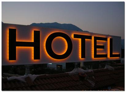 HOTEL con BAR/RISTORANTE/PIZZERIA in posizione strategica
