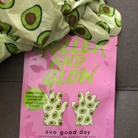 Holler and Glow Hand Mask Review