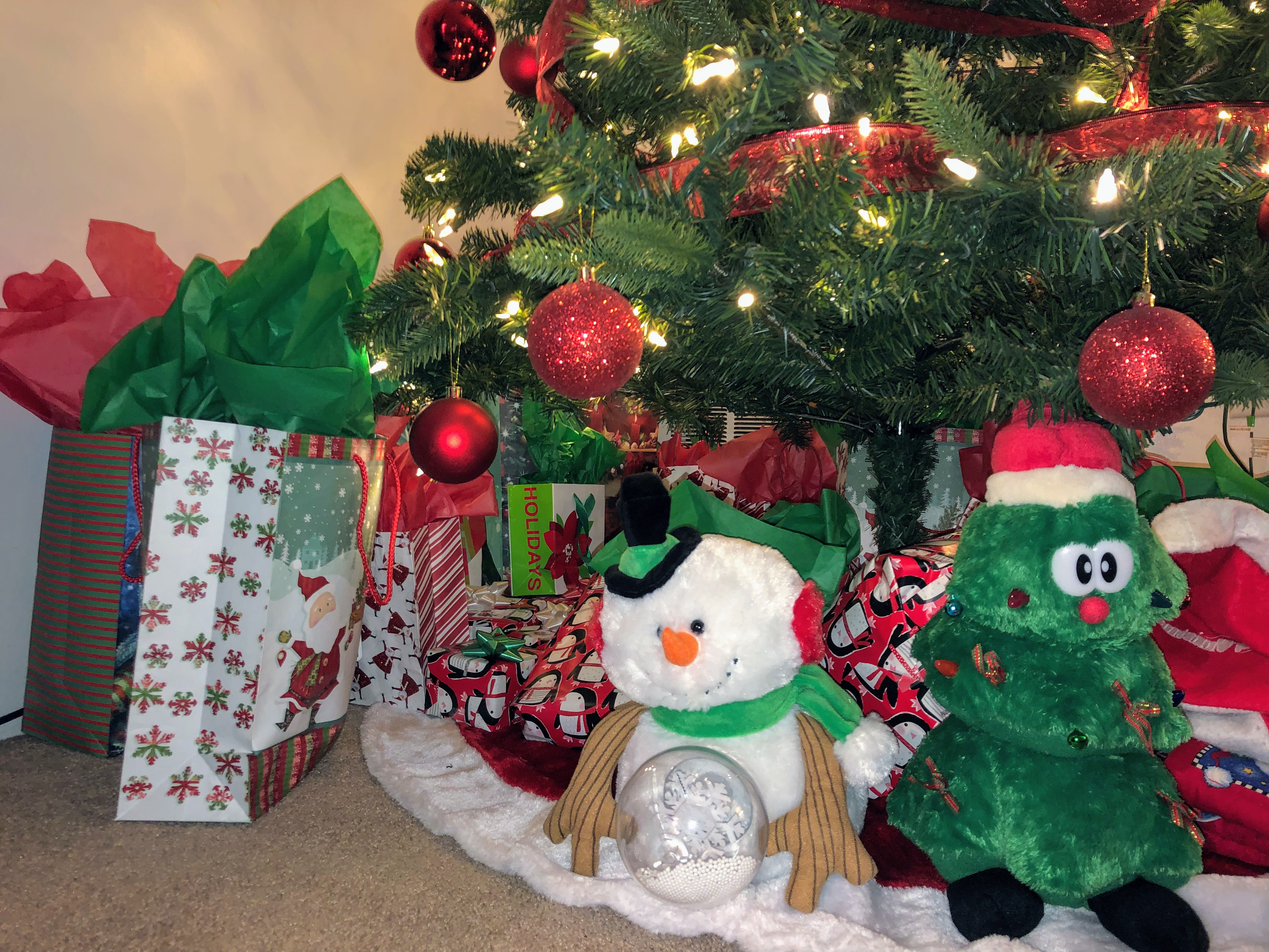 How To Be A Christmas Minimalist With Children