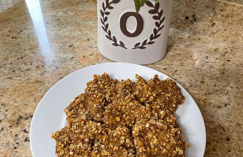 healthy pumpkin spice cookies (4 ingredients)
