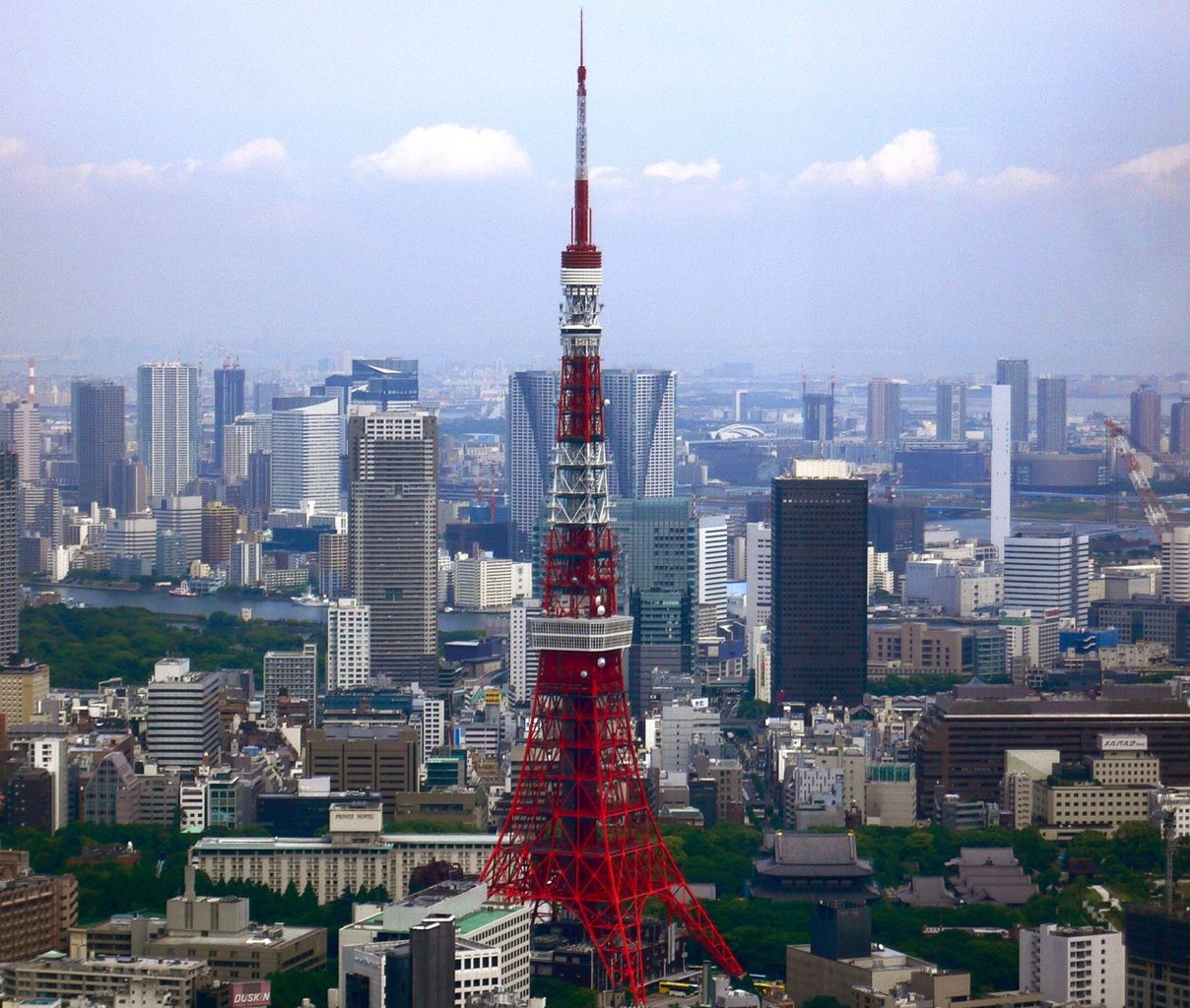 1208px-Tokyo_Tower_and_around_Skyscrapers