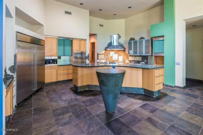 Some love and TLC will get this Scottsdale home poppin in the 85281 3