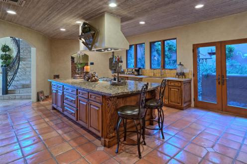 carefree-az-home-built-into-mountains-boulders-12