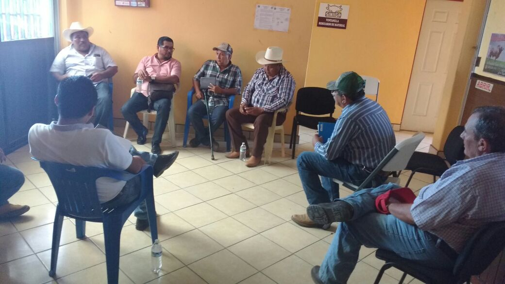 Sostiene FGE reunión de trabajo con asociaciones ganaderas de Pijijiapan (1)