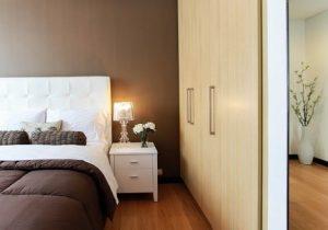 A bed room closet