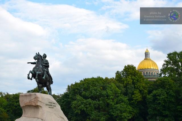 a statua equestre dedicata a Pietro Primo il Grande, immortalata con il nome di Cavaliere di Bronzo, nel celebre poema epico di Aleksandr Pushkin.