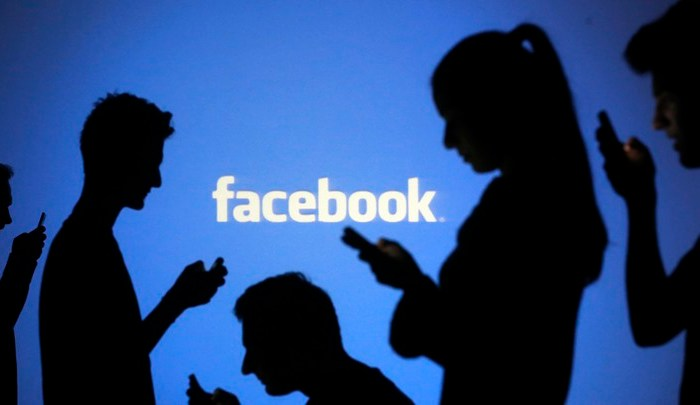 7 Telltale Signs of Facebook Addiction