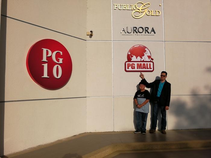 Bergambar label dibawah Public Gold seperti Aurora Italia merupakan produk barang kemas dan PGMall merupakan gedung online berkonsepkan'ConsuMerchant'.