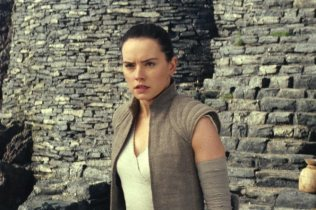Star Wars: The Last Jedi..Rey (Daisy Ridley)..Photo: Industrial Light & Magic/Lucasfilm..©2017 Lucasfilm Ltd. All Rights Reserved.
