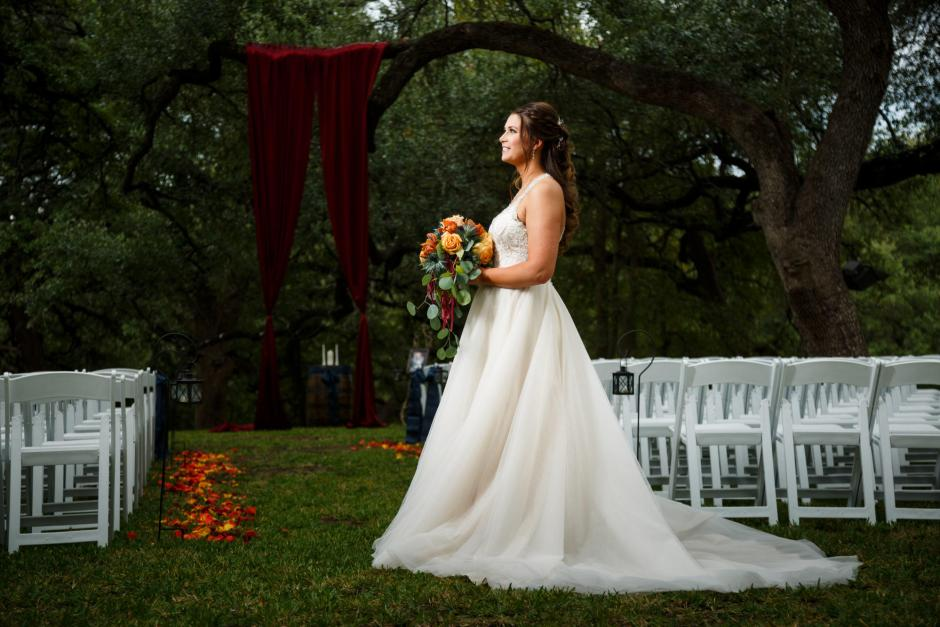 Bridal Portrait under the huge oak trees at Cathedral Oaks in Belton, Tx.