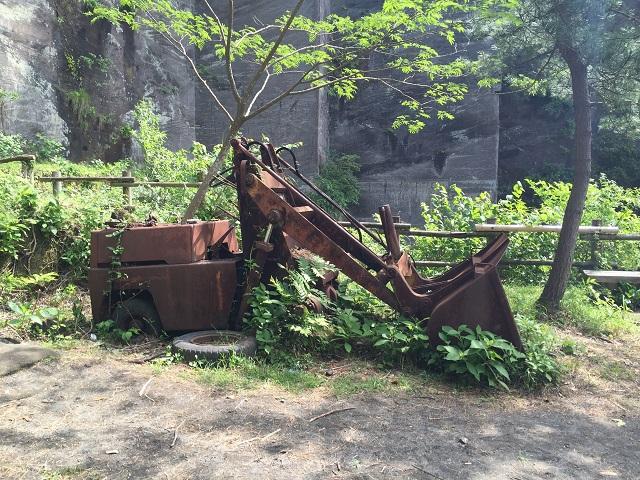 鋸山放置された機械