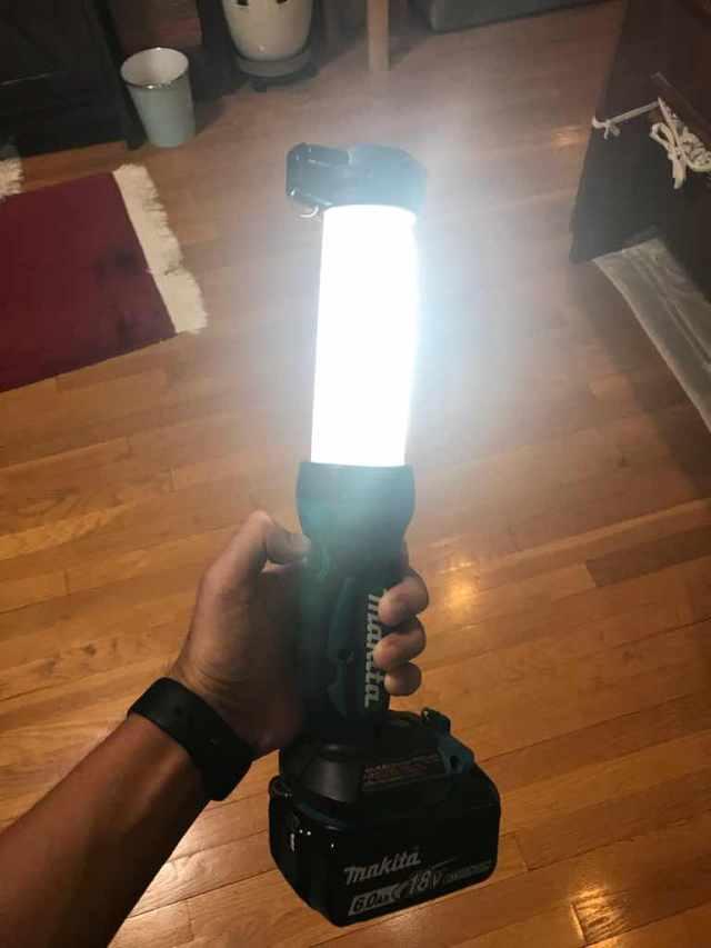 ML807,makita,マキタ,バッテリー,ライト,照明,充電式,ワークライト,災害時,キャンプ,車中泊