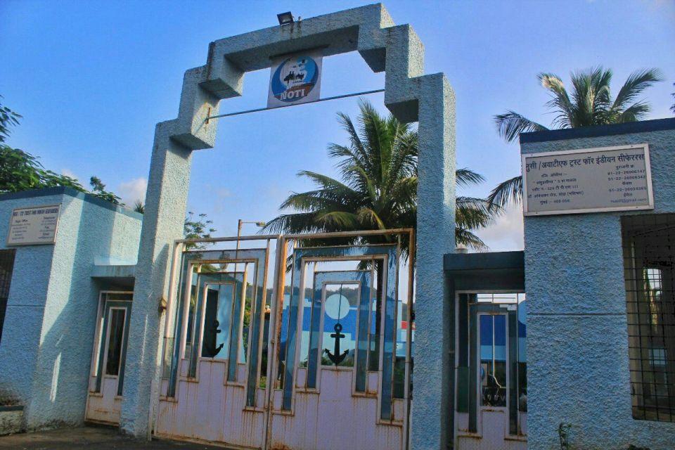 146 kalavantin Durg trek - Maharashtra India - Azure Sky Follows