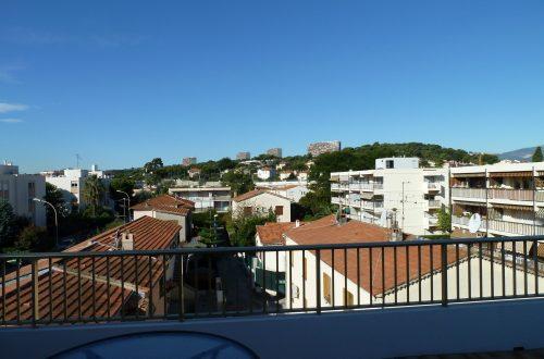 © Azurka. Вид с террасы отеля в Кань-сюр-Мер утром