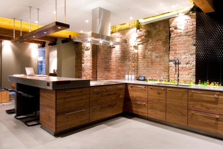 meubles-cuisine-bois-bois-massif-parement-mural-brique-rouge – Azur ...
