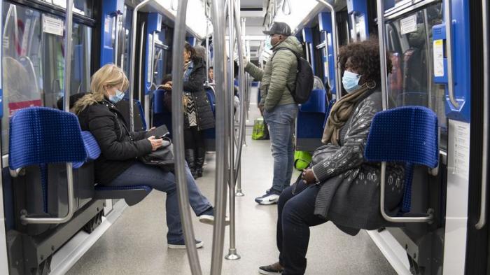 L'Allemagne recommande le port de masques dans les transports et