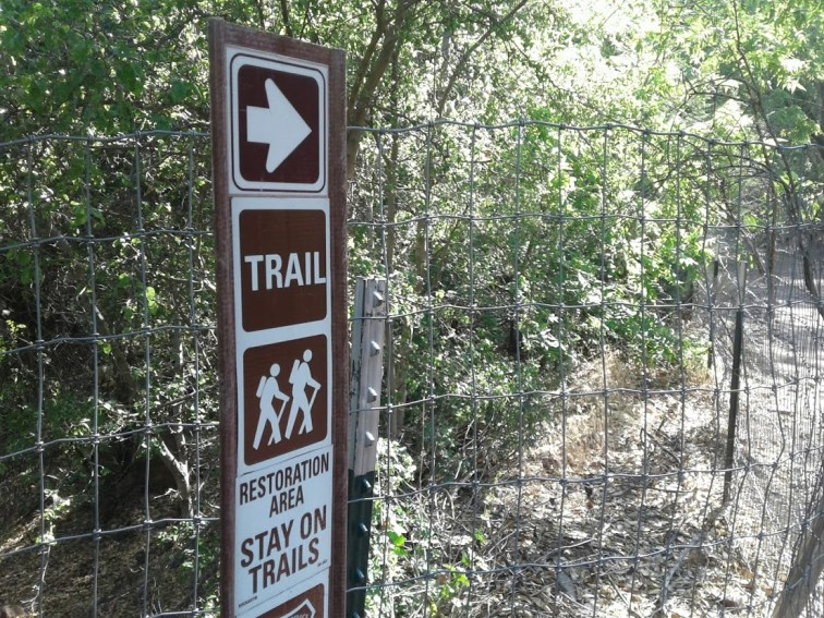 Sign leading hikers to Fossil Creek Waterfall Trail