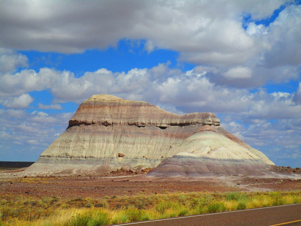 striking pic of a colorful butte in Arizona's Painted Desert