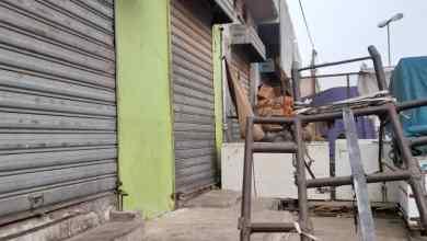 صورة تجار يغلقون محلاتهم احتجاجا على أسعار الحكومة