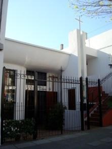 Pequeña iglesia en la zona