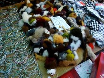 Gomitas de pelo en la Feria Tristán Narvaja (espero que fake)