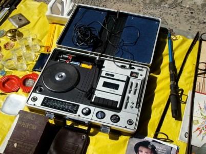 Set de grabación en la Feria Tristán Narvaja