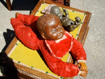 Muñeco de color en la Feria Tristán Narvaja