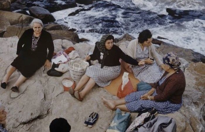Foto de señoras en la costa de Mar del Plata