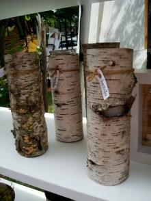 Partes de corteza de árbol en forma de floreros