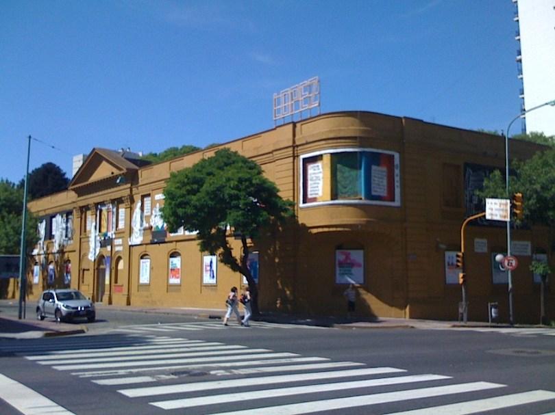 Frente de la nueva sede del CCEBA en San Telmo
