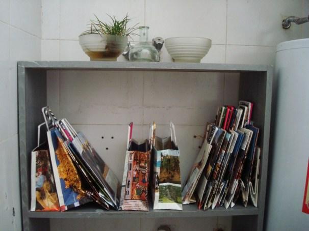 Bolsas de hojas de revistas reutilizadas