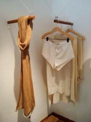 Short inspirado en prendas deportivas antiguas y foulard tejido