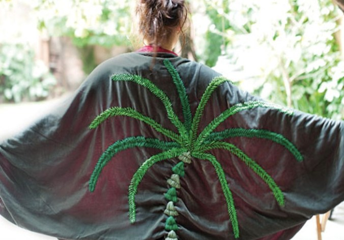 Capa bordada en colección Chaco de Juana de Arco - Moda invierno 2011
