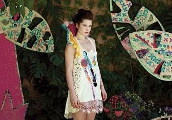 Vestido con apliques - Juana de Arco - Moda invierno 2011