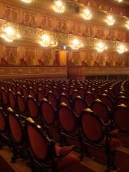 Butacas y palcos, restaurados con sus características originales