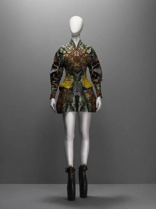 Vestido de la colección Plato's Atlantis, última completa por McQueen antes de su suicidio (2010). Foto.