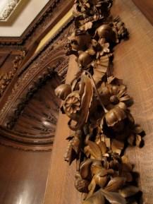 Detalles de tallados en el Salón de baile