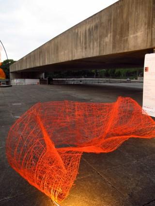 Esculturas fluorescentes en MUBE, Sao Paulo