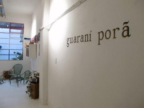 Entrada a Guaraní Porã, tienda de objetos y artesanías de Paraguay. Foto.