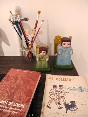 Pequeñas tallas y libros