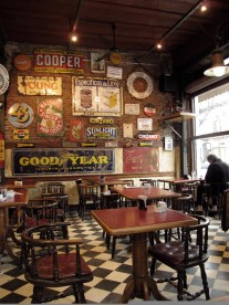 Interior del Café Roma en La Boca