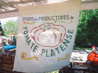 Bandera de la Fiesta del Tomate Platense. Foto