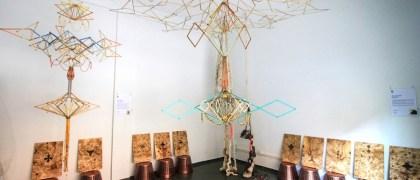Móviles articulados de Laboratori en la Muestra #2 de Monoambiente. Foto