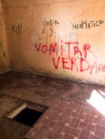 Pintadas en el interior de una casa del 'Barrio Chino'. Foto