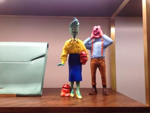 Muñecos en el interior de Paul Smith Covent Garden. Foto.