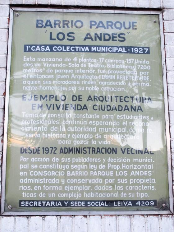 Placa explicativa del barrio Los Andes. Foto