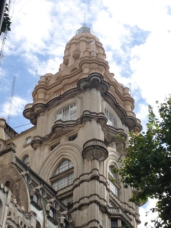 Vista de la cúpula del Palacio Barolo desde Avenida de Mayo. Foto
