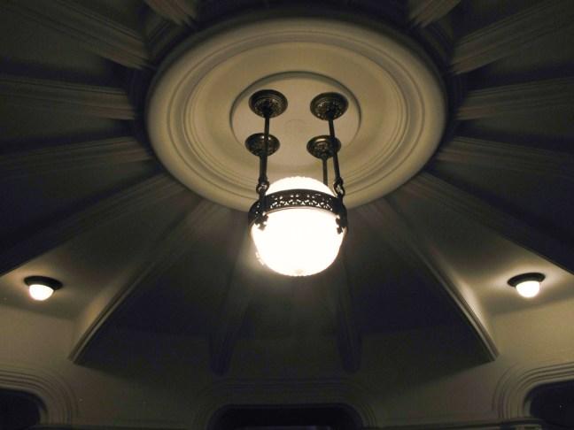 Lámpara del nivel 'purgatorio' del Palacio Barolo. Foto