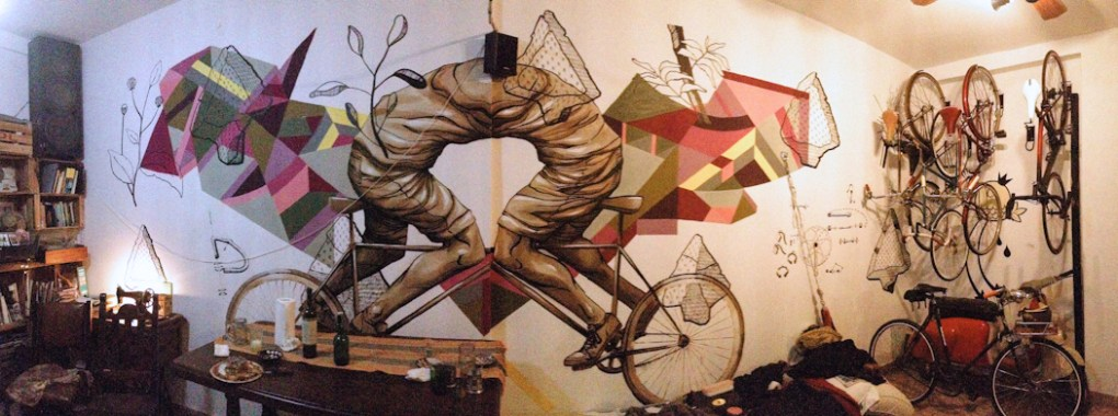 Mural de JAZ en casa de famoso bicicletero. Foto